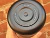64-oz-insulated-bottle-black-Bottom-detail